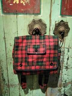 蘇格蘭學院風後背包 毛料後背包