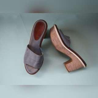AUTH TOMMY HILFIGER WEDGES