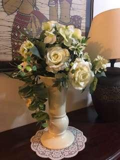 Adorable white roses with ceramic vase
