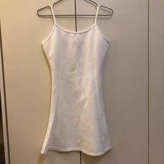 🚚 全新沒穿過 白色小洋裝 細肩帶 性感可愛洋裝 時尚casual洋裝 適合各種場合 婚禮 宴會 尾牙