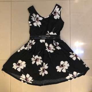 🚚 九成新 黑色櫻花洋裝 氣質傘裙 中間兩條霧面透膚設計 氣質帶性感