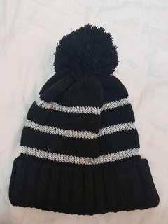 Knitted Winter Hat beanie black glitter