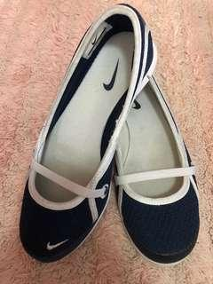 Authentic Nike flat shoes