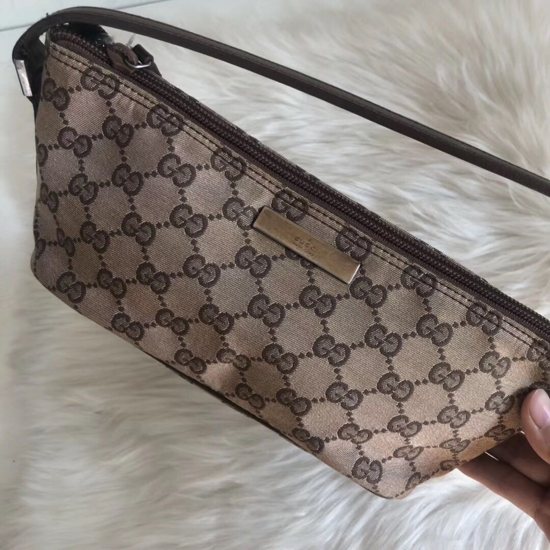 c20c26303 Authentic vintage Gucci Bag clutch, Luxury, Bags & Wallets, Clutches on  Carousell
