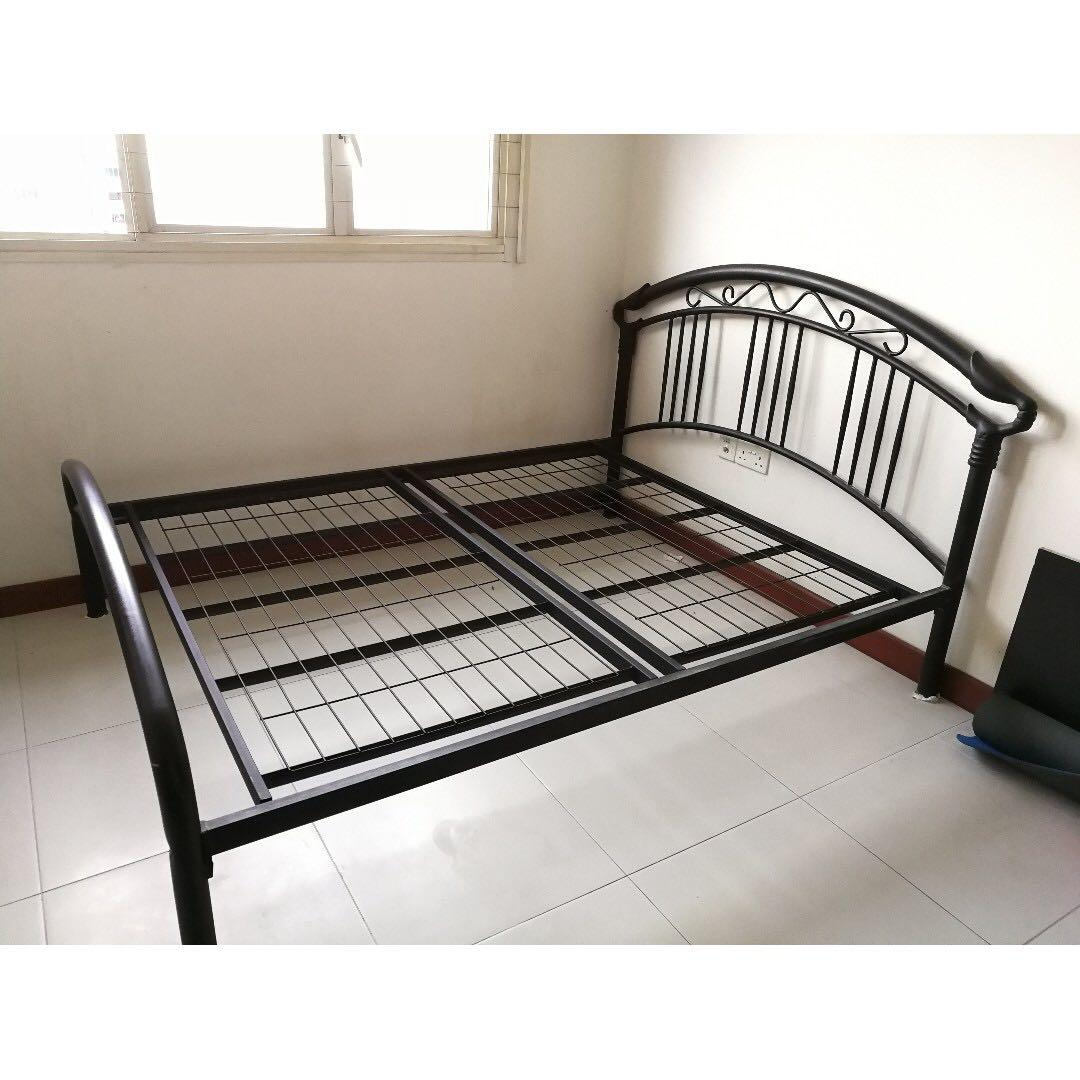 Image of: Queen Size Metal Bed Frame Furniture Beds Mattresses On Carousell