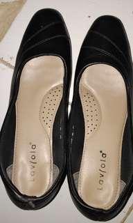 Sepatu pantopel hitam laviola..