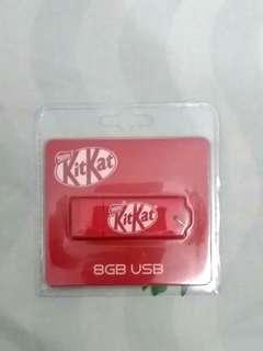 KitKat 8GB USB