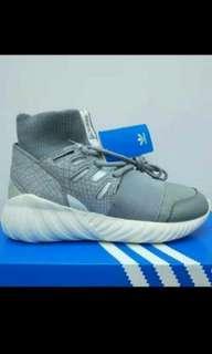 🚚 Adidas tubular doom Us10