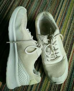 PULL&BEAR WHITE SHOES