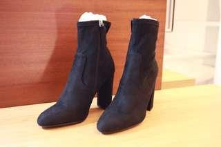 全新Steve Madden 秋冬時尚彈力短筒靴 麂皮粗跟沈穩黑