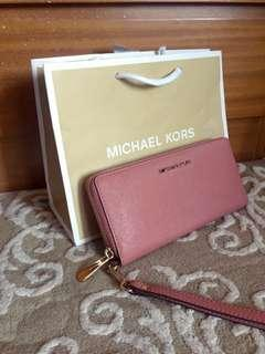 Michael Kors Leather jet set item Travel Continental