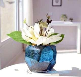Sale ⭐️ geometric design blue cubic vase