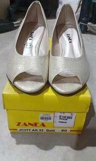 Zanea gold wedge