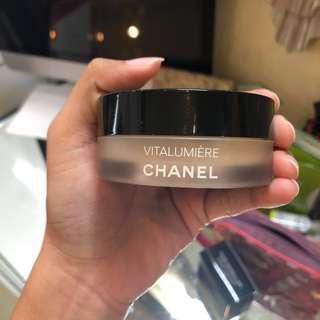 Chanel Vitalumiere Loose Powder Foundation Shade 30 with Kabuki Brush