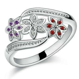 💎女性可愛花朵925純銀戒 💰:450元          🚙:60元 #欲購買者請參考圖片給我美碼謝謝