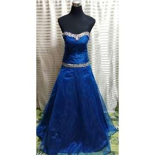 For rent: Blue gown