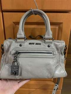 Authentic miu miu leather bag,85%new,good conditions bad pic,size 25*18*8cm
