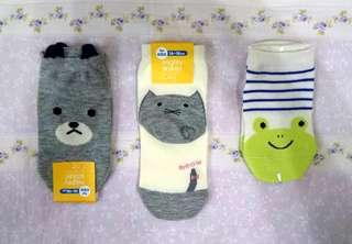 🚚 日本代購 阿卡將 卡通動物造型兒童短襪 襪子 16-18cm 灰熊 貓咪 青蛙 純棉