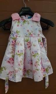 Baju gaun anak