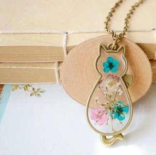 Cat Shaped Locket Necklace with Pretty Dried Flowers