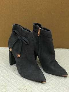 Brand new Ted baker grey suede ankle boot, heels TB灰色猄皮短靴高跟鞋