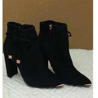 Brand new Ted baker black suede ankle boot, heels TB黑色猄皮短靴高跟鞋
