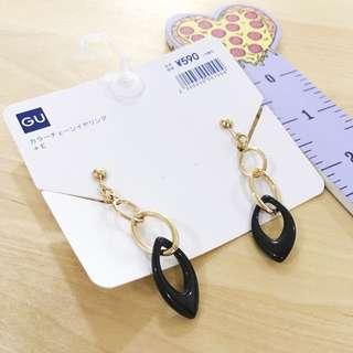 🚚 BN GU Japan Clip On Black and Gold Earrings