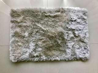 Small shaggy foot rug