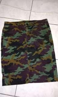 Uniqlo camouflage skirt