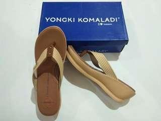 Sandal yongki Komaladi