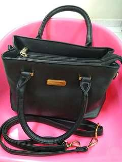 Trendy Black Handbag