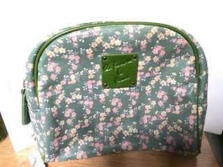 綠色碎🌼化妝袋(內有個細袋仔和拉鍊袋)