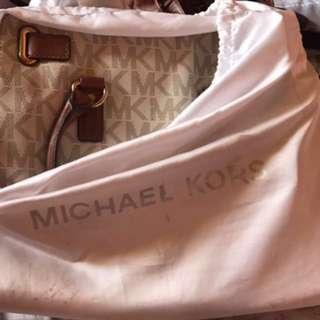 MICHAEL KORS HAMILTON LARGE (AUTHENTIC 💯%)