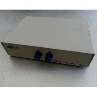 2 port VGA switch(一部主機切換兩個屏咁用)