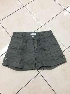 Short Pants kitschen