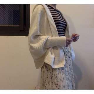 飛鼠袖牛奶白柔軟針織(保暖)