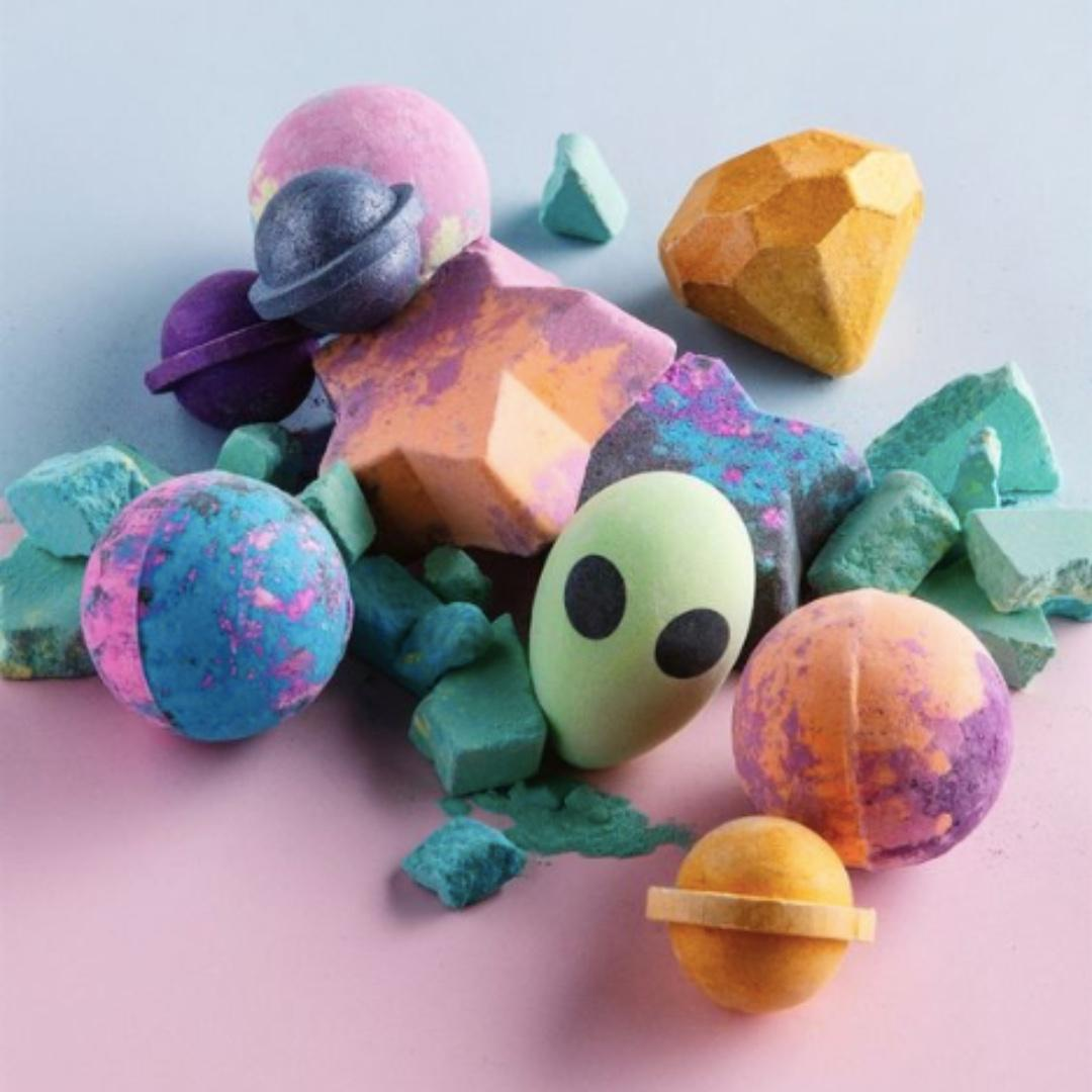 Alien Bath Bomb: Strawberry (Pink) and Melon (Green)