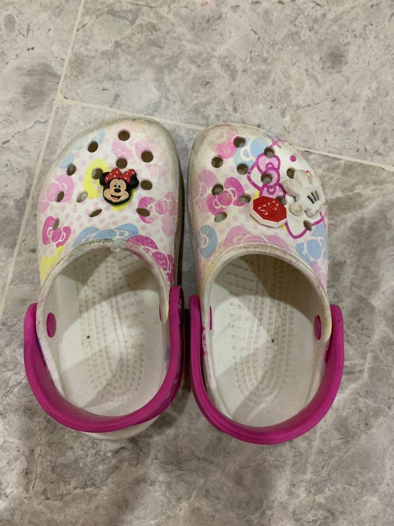 078cf861d Crocs hello kitty girls Sandal, Women's Fashion, Shoes, Flats & Sandals on  Carousell