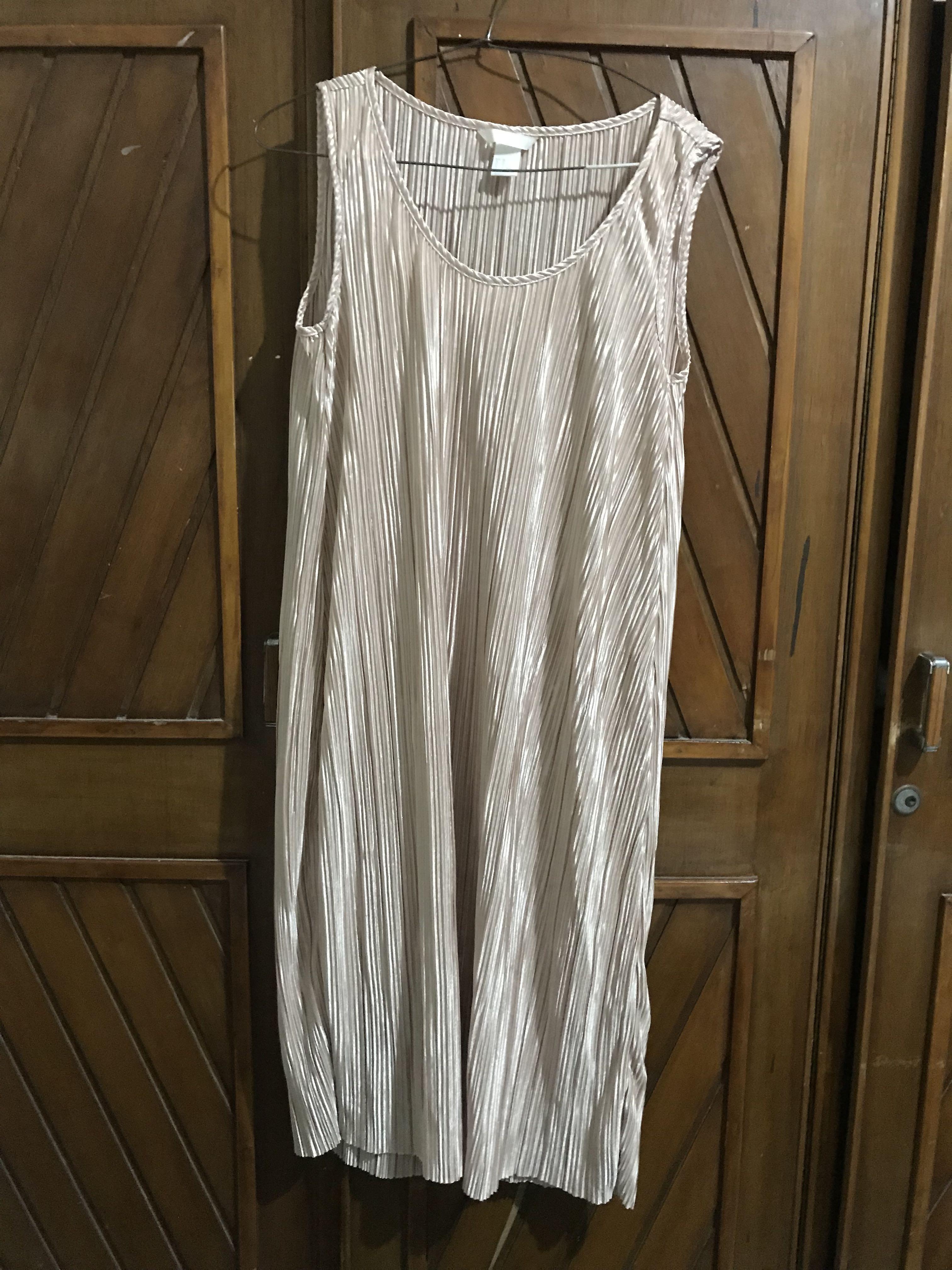 Dress H M Rosegold Fesyen Wanita Pakaian Wanita Gaun Rok Di Carousell