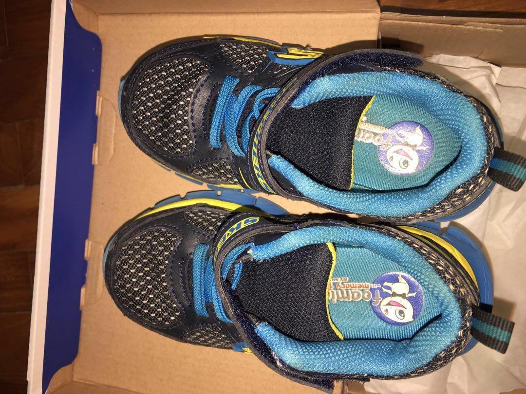 37fb9b3637a9 Skechers Memory foam Gel infused shoes (kids US size 8)