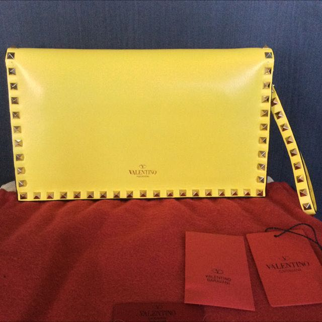 4e4b991ac6 Valentino Yellow Rockstud Clutch, Luxury on Carousell