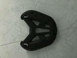 Givi bAse plate, very new. No scratches or damages