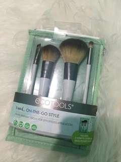 Ecotools brush set on the go