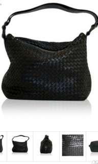 原價2萬左右 Bottega Veneta black pyramid bag  bv 黑色單肩包 經典款 實用 輕身 doir gucci chanel balenciaga lv ysl miumiu