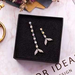 <free pos 3 pairs & above> Korean design diamond mermaid earrings