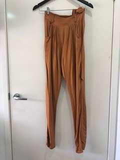 Finders keepers pants with belt size 6