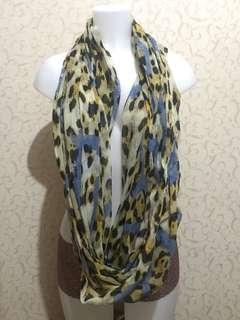 Shawls, scarves and wraps asstd