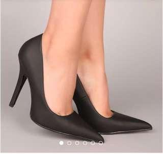 Black Heels / Pumps