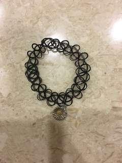 Daisy Choker Hand Bracelet