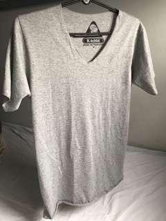 🚚 Grey v-neck t-shirt
